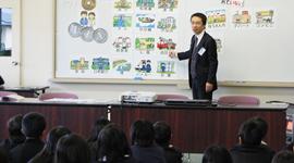 小学生に税の講演を行う柳井弘